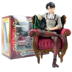 Figurine Levi Ackerman assis